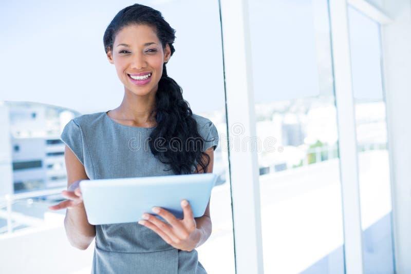 Download Femme D'affaires Focalisée à L'aide Du Comprimé Numérique Image stock - Image du businesswoman, procès: 56483237