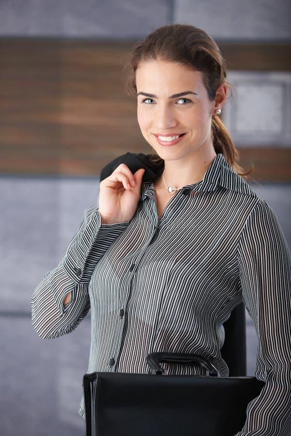 Femme d'affaires heureuse avant entrevue d'emploi image libre de droits