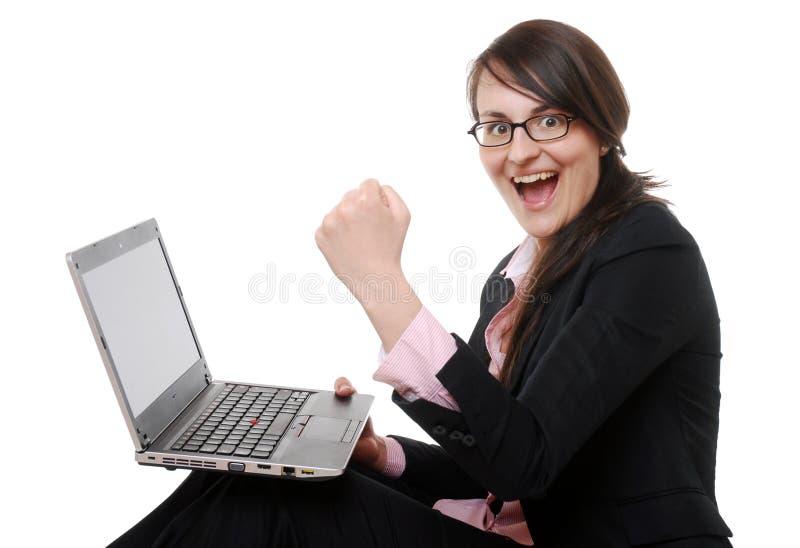 Femme d'affaires heureuse avec l'ordinateur portatif images libres de droits