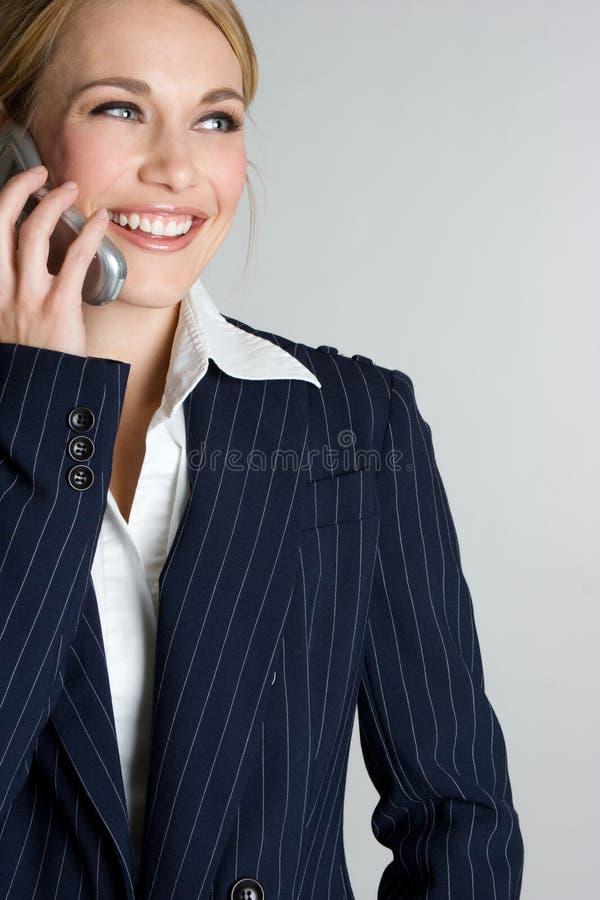 Femme d'affaires heureuse de téléphone photographie stock