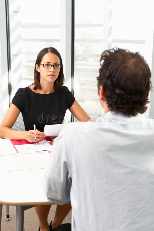 Femme d'affaires Interviewing Male Candidate photo stock