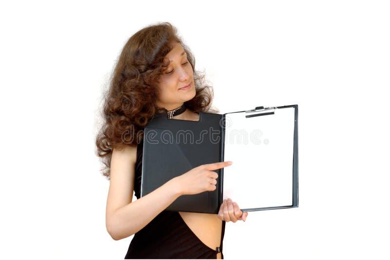 Femme d'affaires jugeant un dépliant de fichier d'isolement images stock