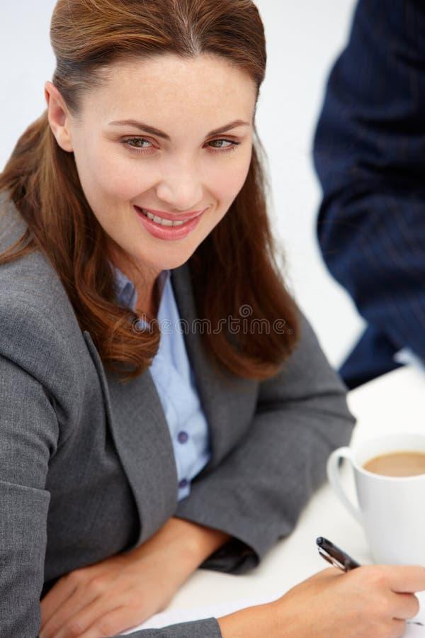Femme d'affaires lors du contact photo libre de droits