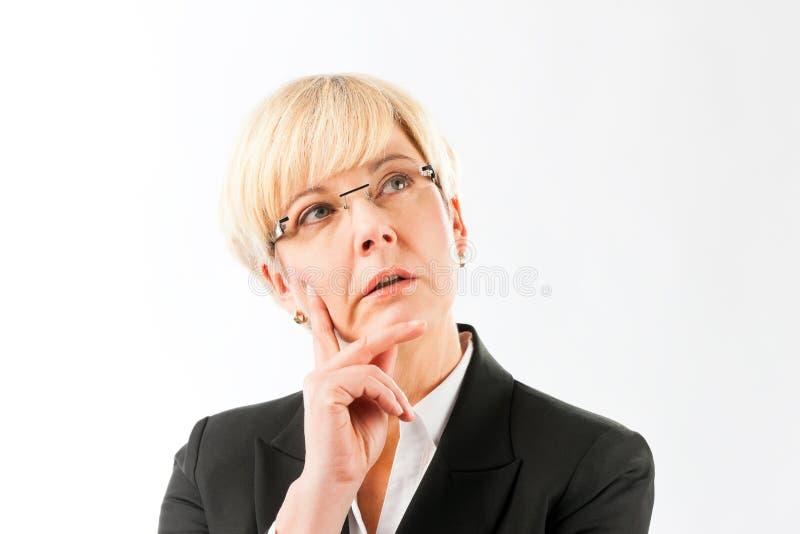 Femme d'affaires mûre réfléchie photos stock