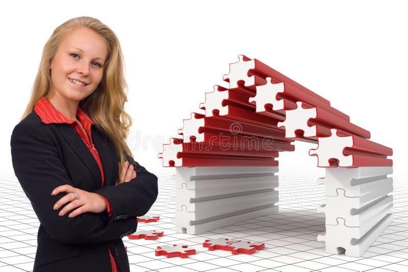 Femme d'affaires - maison de puzzle - solutions illustration libre de droits