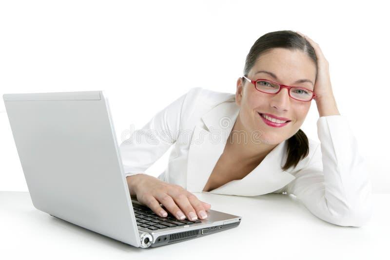 Femme d'affaires moderne avec le procès blanc image stock