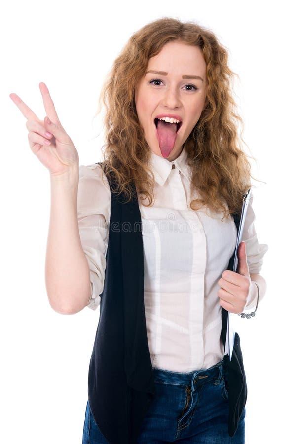 Femme d'affaires montrant le signe de victoire et sa languette longue photographie stock