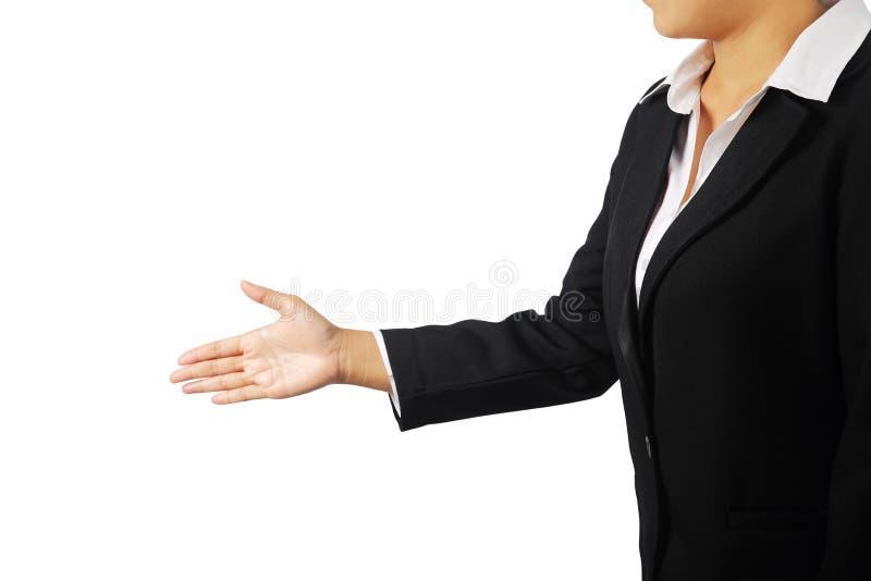 Femme d'affaires offrant de serrer la main d'isolement avec la coupure photo stock