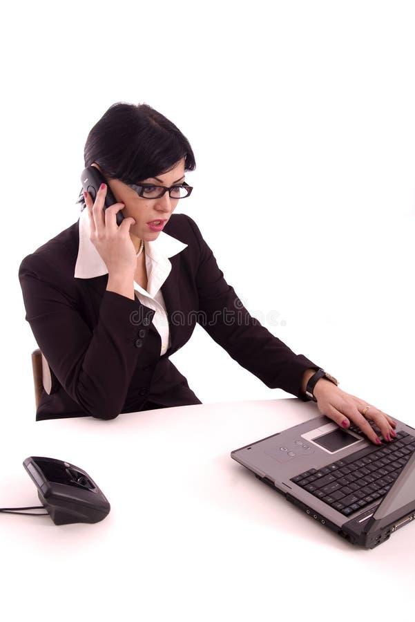 Femme d'affaires parlant au téléphone photos stock