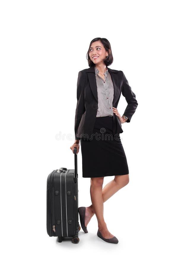 Femme d'affaires posant avec et regardant en longueur image libre de droits