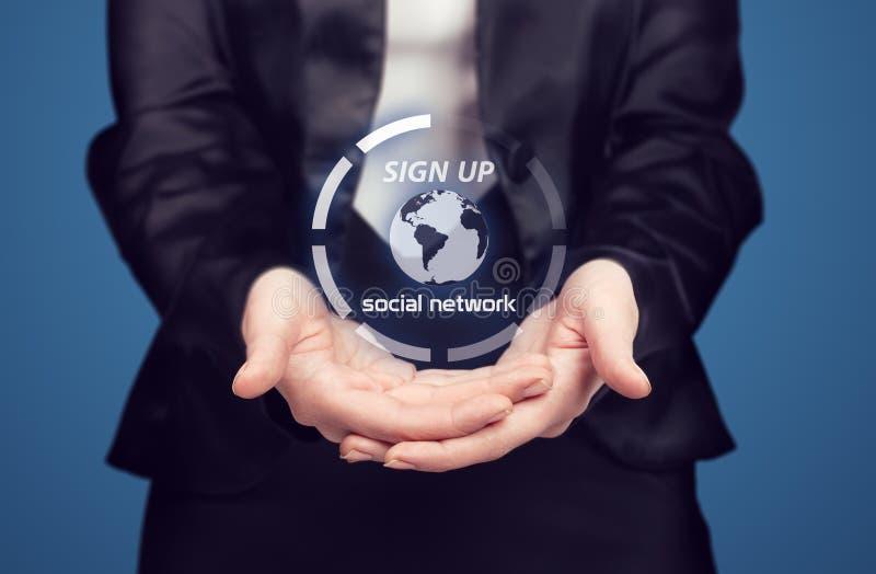 Femme d'affaires présent le nouveau réseau social image stock