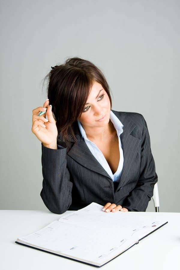 femme d'affaires rêvassant photos libres de droits