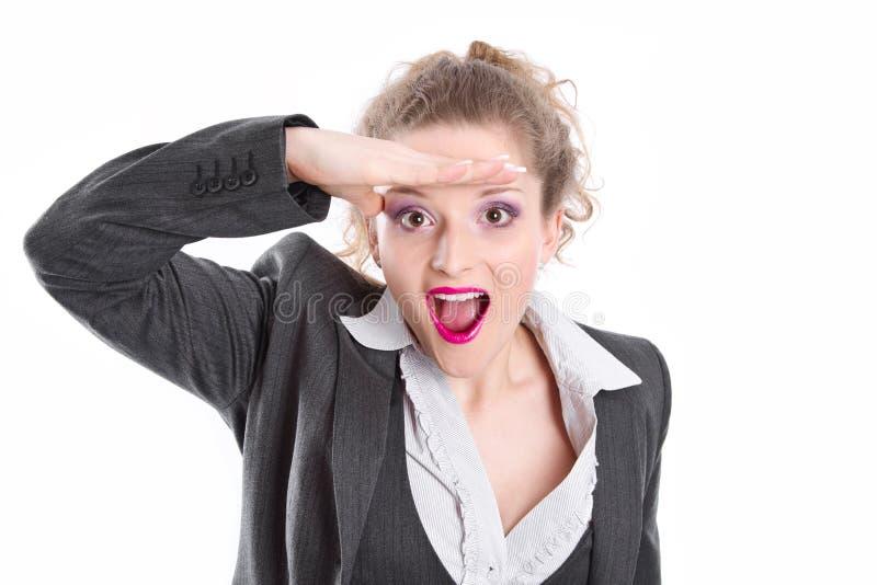 Femme d'affaires recherchant des occasions - femme d'isolement sur le whi photographie stock