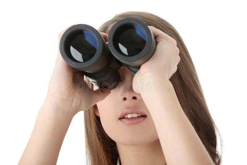 Femme d'affaires regardant par binoche images libres de droits