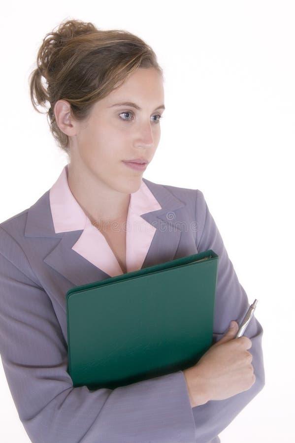 Femme d'affaires retenant un dépliant image stock