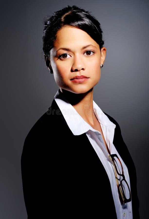 Femme d'affaires sérieuse confiante photo libre de droits