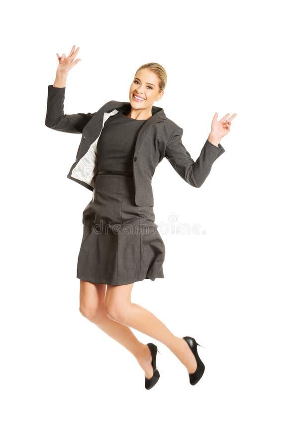 Femme d'affaires sautante gaie photo libre de droits