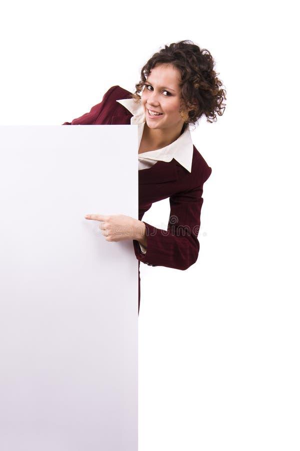 Femme d'affaires se dirigeant au panneau-réclame. images stock
