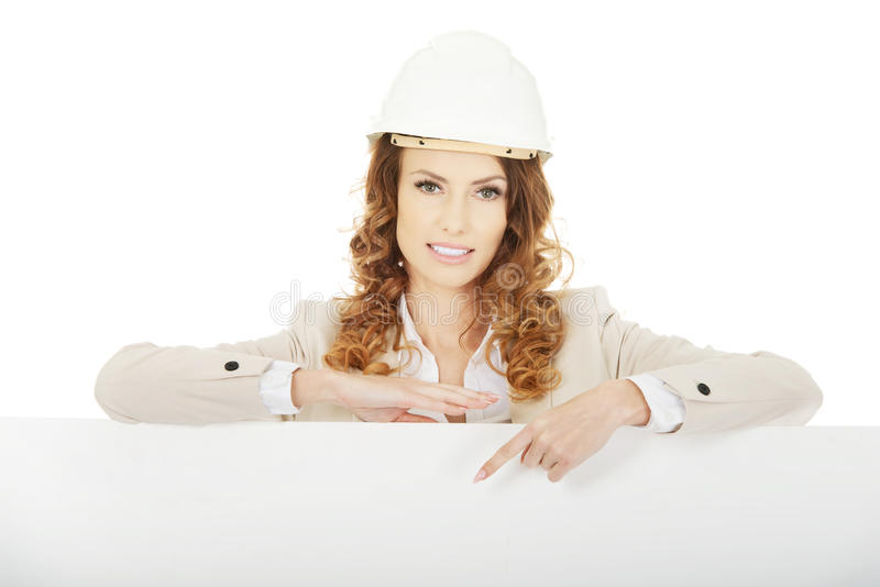 Femme d'affaires se dirigeant sur la bannière vide photo libre de droits