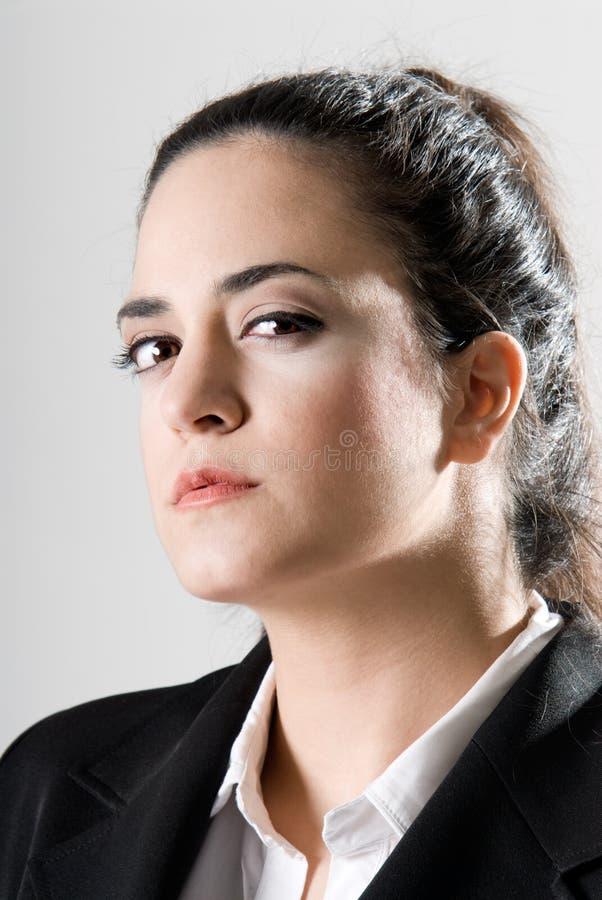 Femme d'affaires semblant sérieuse photo libre de droits