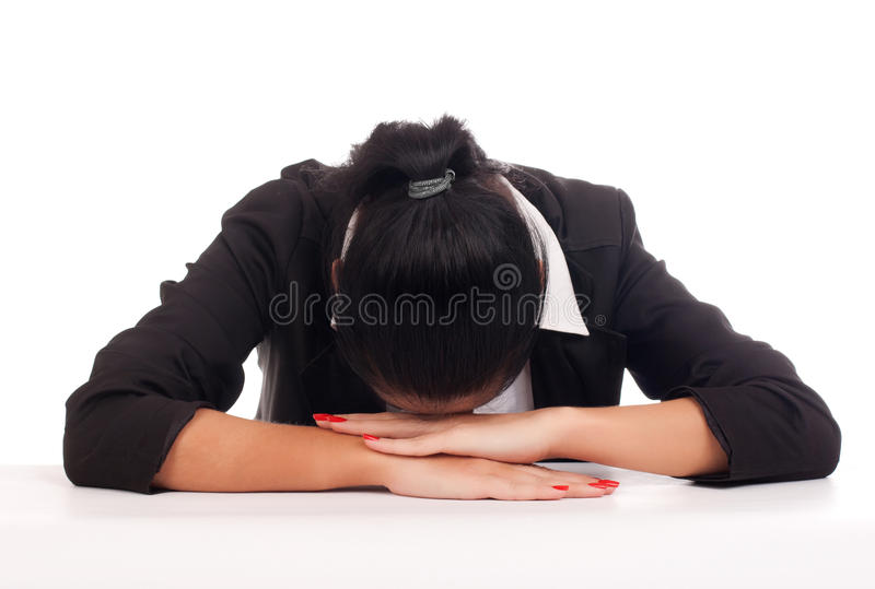 Femme d'affaires sleepping sur son bureau photo stock