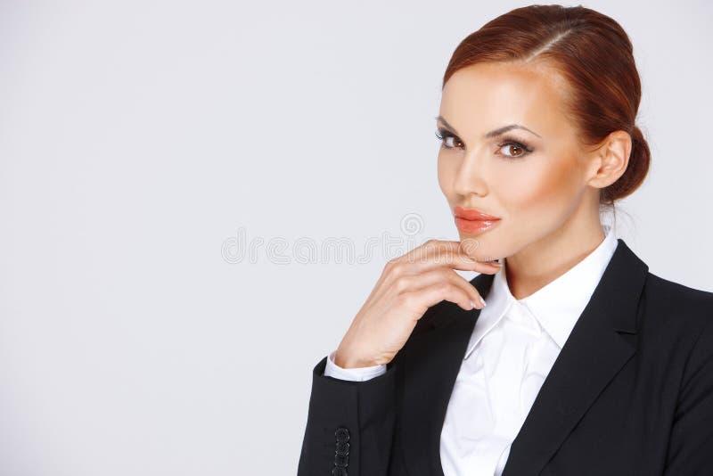 Femme d'affaires songeuse attirante image stock