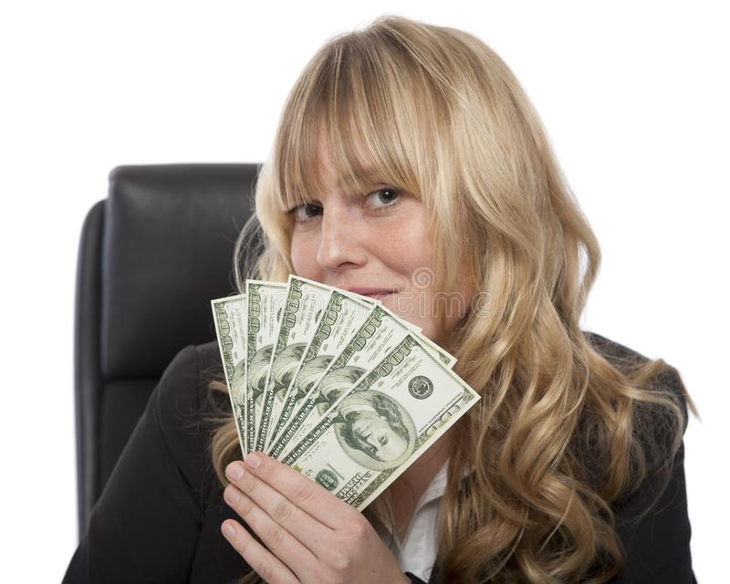 Femme d'affaires souriante d'un air affecté avec une poignée de dollars photos libres de droits