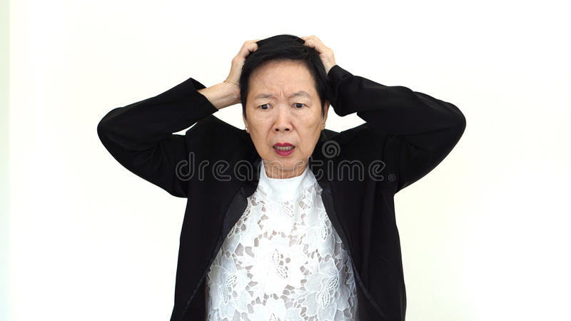 Femme d'affaires supérieure asiatique soumise à une contrainte  images libres de droits