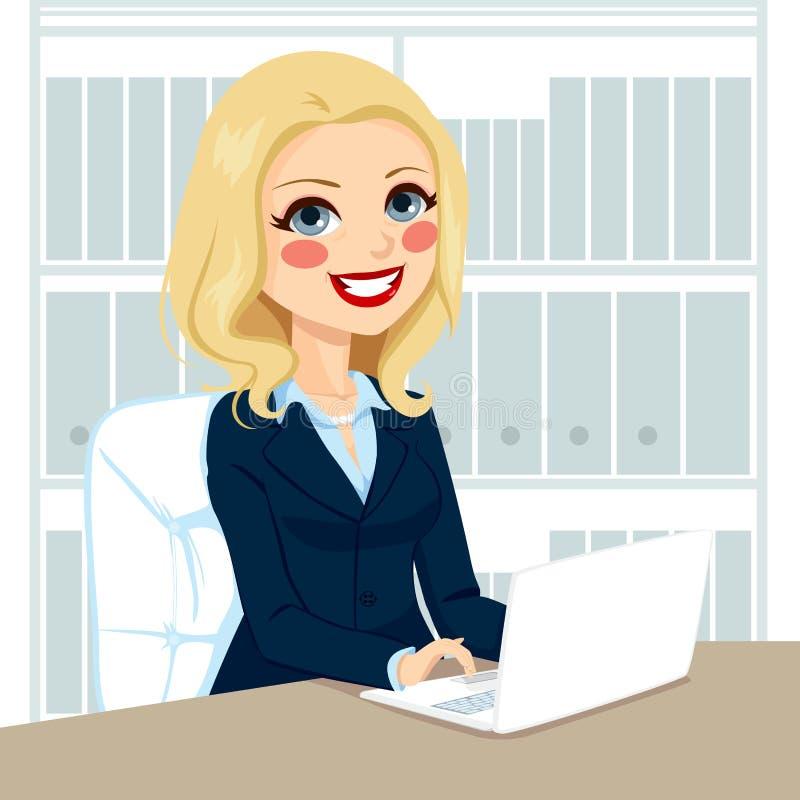 Femme d'affaires supérieure Working With Laptop illustration de vecteur