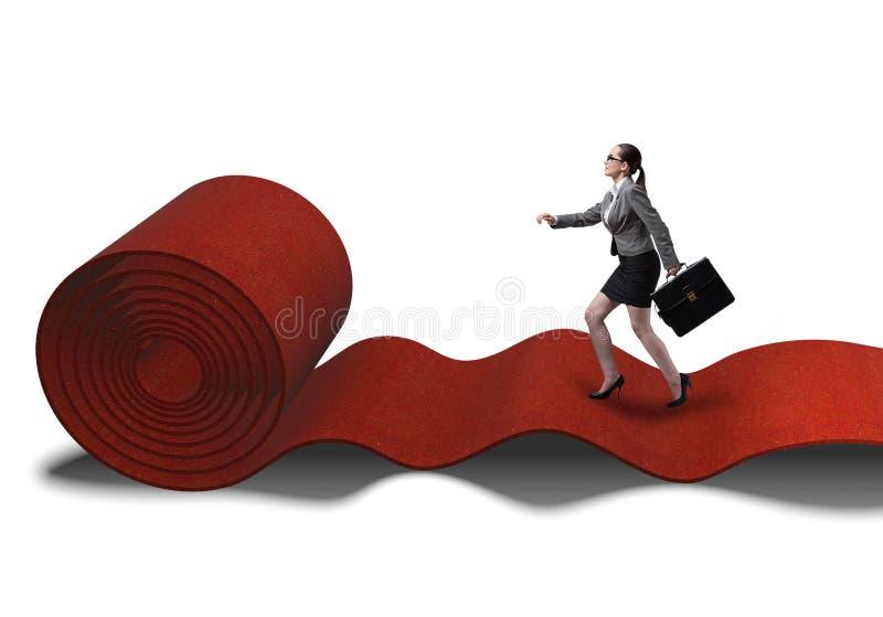 Femme d'affaires sur le tapis rouge dans le concept de succ?s images stock
