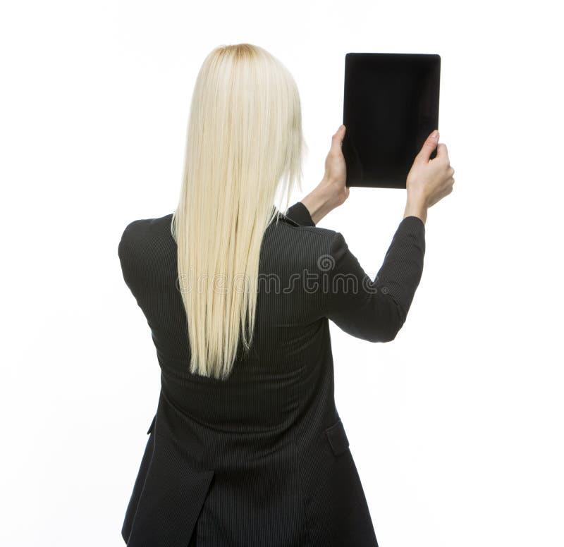 Femme d'affaires tenant le comprimé images libres de droits