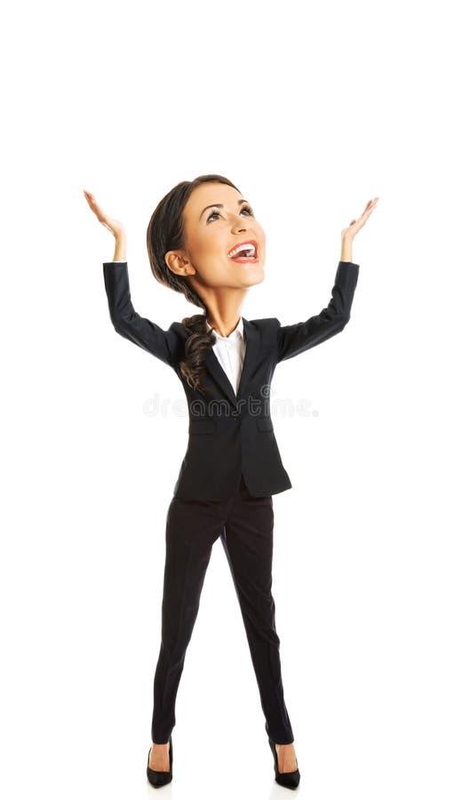 Femme d'affaires tenant le copyspace images libres de droits