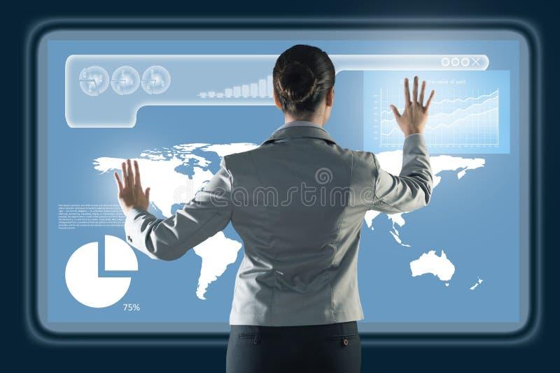 Femme d'affaires travaillant avec des technologies virtuelles photo libre de droits