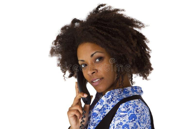 Femme d'Afro-américain au téléphone photo stock