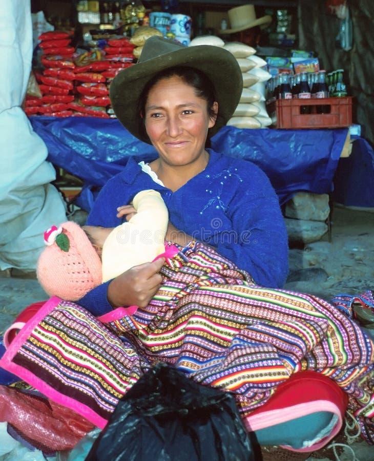 Femme d'Amerindian avec l'enfant photos stock