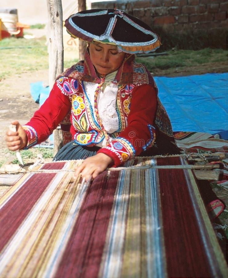 Femme d'Amerindian et textile andin image libre de droits