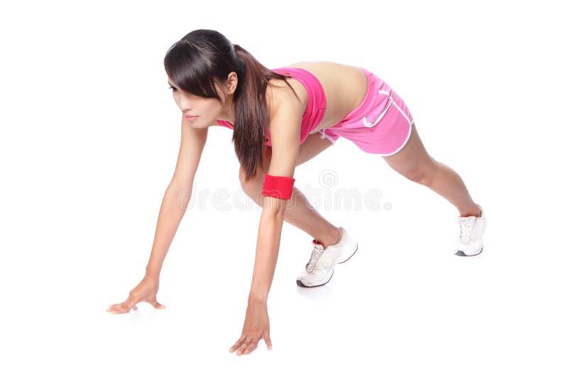 Femme d'athlète prêt à fonctionner dans le profil photographie stock