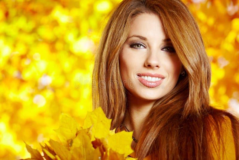 Femme d'automne photos stock