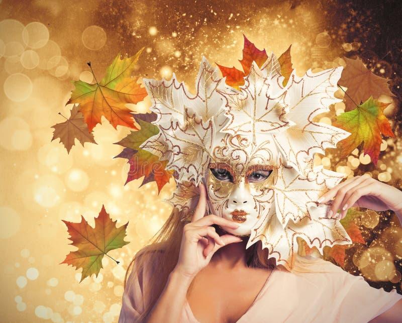 Femme d'automne de mode de carnaval photo libre de droits