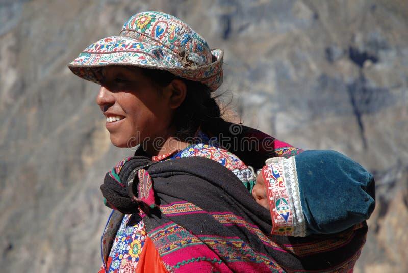 Femme d'Inca en gorge de Colca, Pérou méridional photos stock