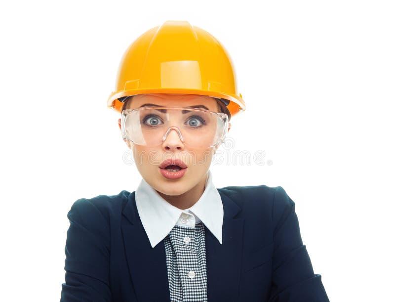 Femme d'ingénieur au-dessus du fond blanc images stock