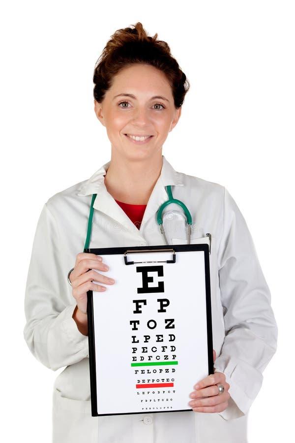 Femme d'oculiste avec un diagramme d'examen de vision photo stock