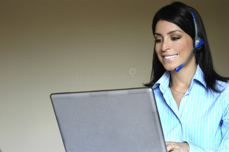 Femme d'opérateur dans le téléphone photos stock