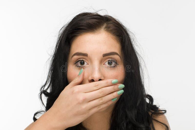 Femme d'une chevelure noire silencieuse photographie stock libre de droits