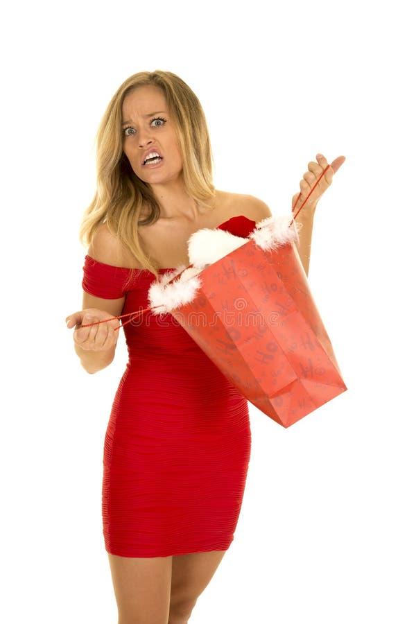 Femme dans confus ouvert de robe de prise de sac rouge de Noël images libres de droits
