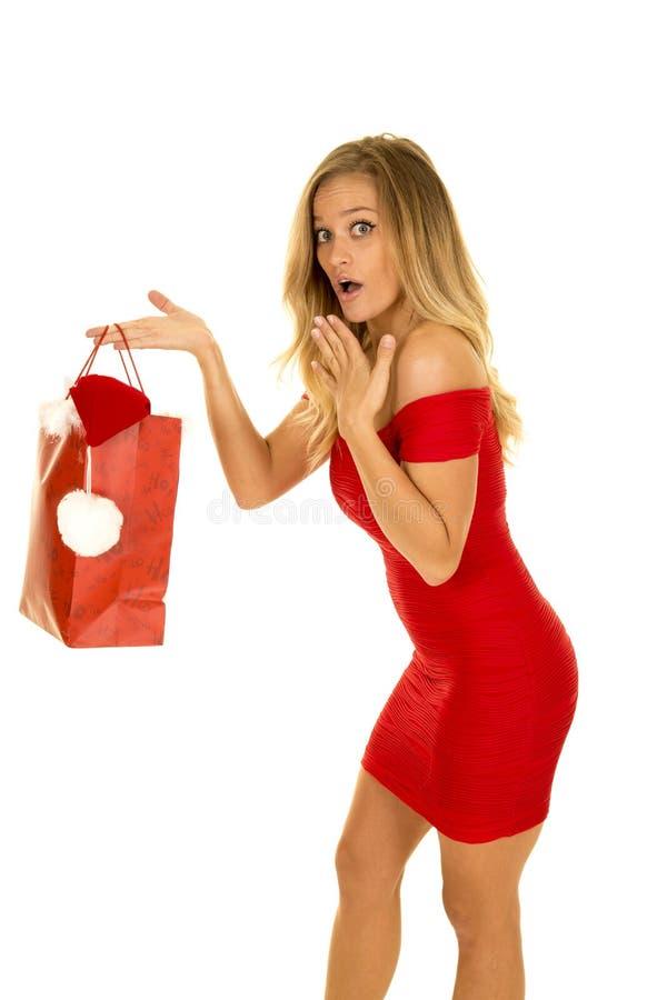 Femme dans de robe de prise de Noël de sac le maigre rouge en avant image stock
