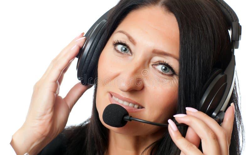 Femme dans des écouteurs image stock