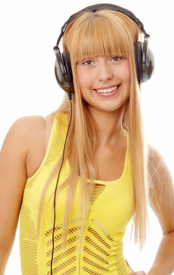 Femme dans des écouteurs image libre de droits