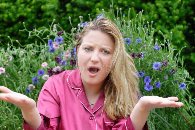 Femme dans faire des gestes de jardin images libres de droits