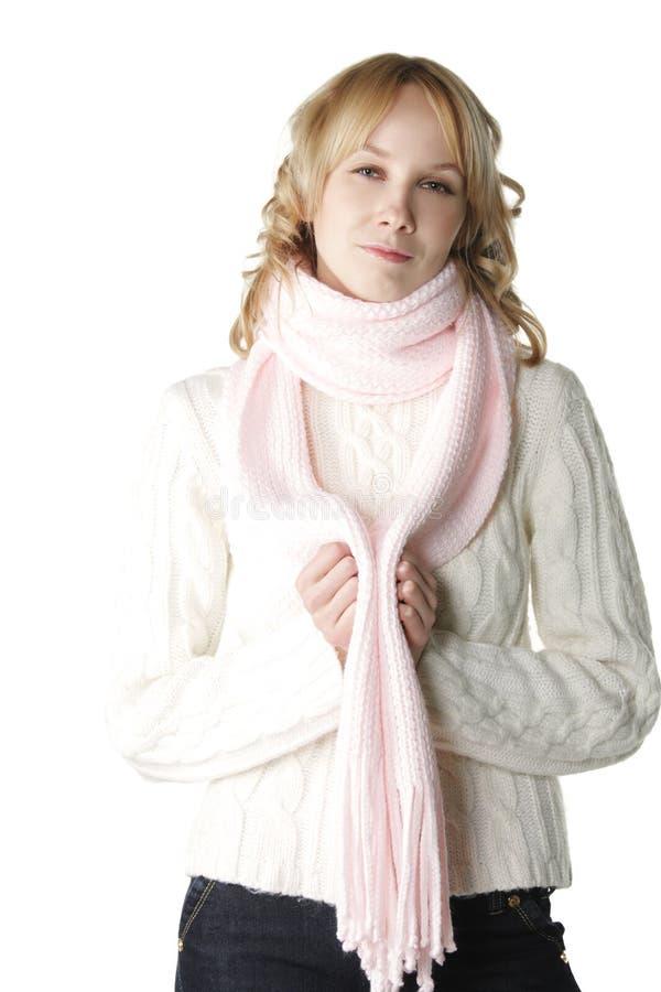 Femme dans l'écharpe rose image libre de droits